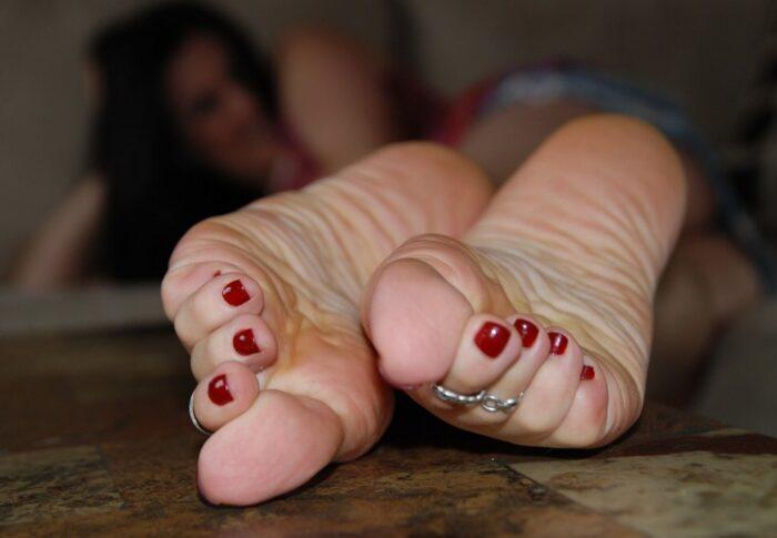Vem älskar inte fötter?